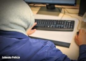 Uważajmy na oszustów internetowych
